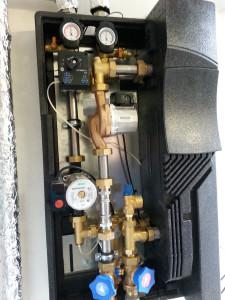 Impianto di teleriscaldamento per la produzione di acqua calda sanitara collegato a una centrale termica a biomasse (cippato)